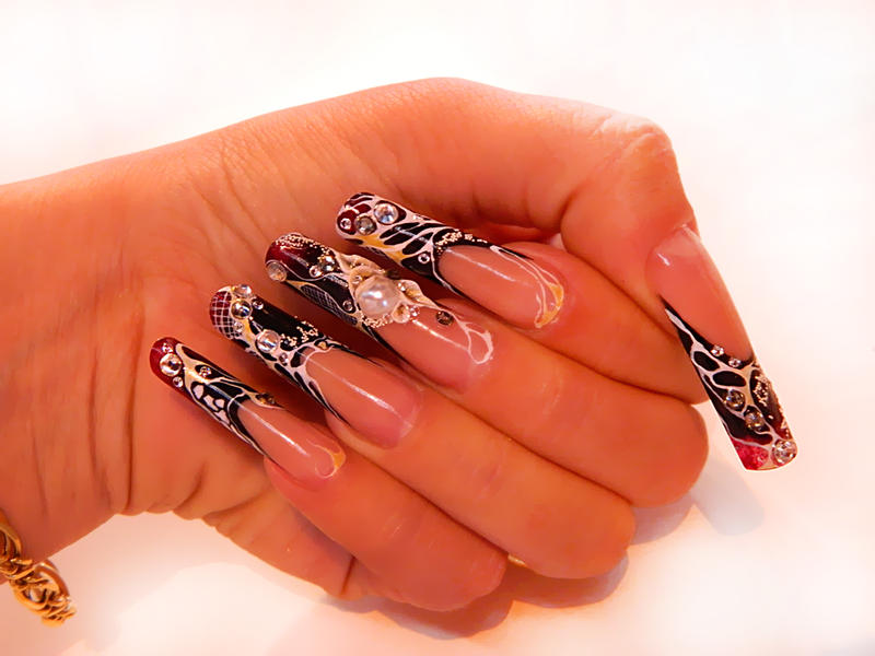 Фото нарощенные ногти со стразами
